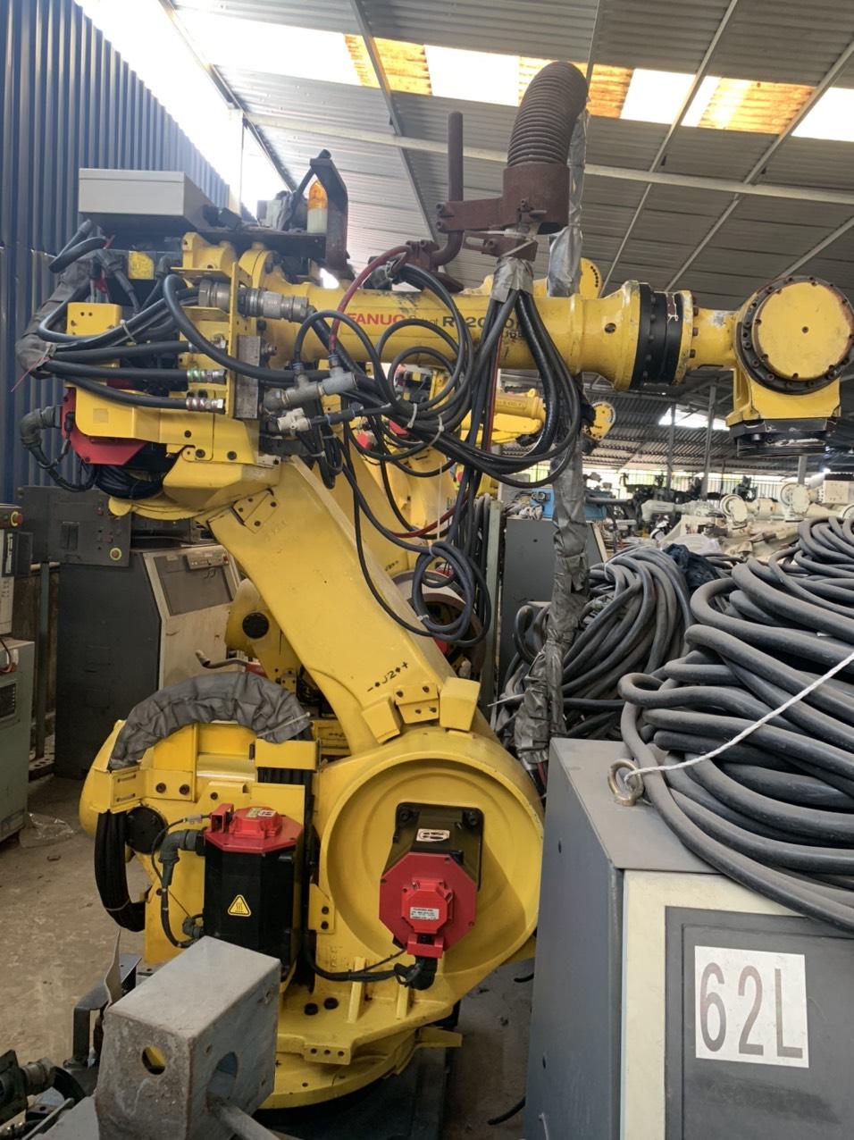 robot gắp hàn công nghiệp